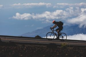 Mountainbiker mit Fahrradrucksack