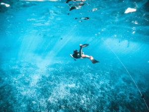 Schnorchelflossen zum tauchen im Meer
