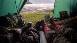 Ein entspannter Urlaub mit einem Feldbett.
