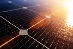 Sonnenlicht durch Solarzellen einfangen und Strom generieren